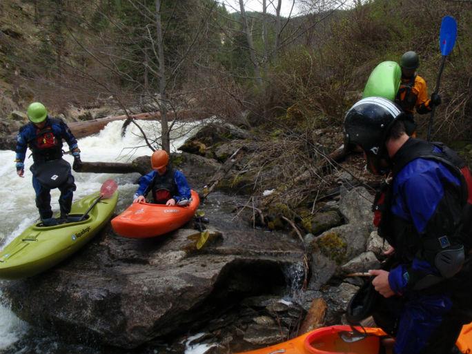 the-crew-portaging-landslide-rapid-on-lolo_web