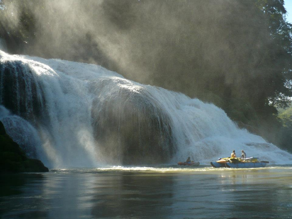 Cascada Busiljá is a fantastic travertine falls on the Usumacinta River. © Gabriel Hernandez