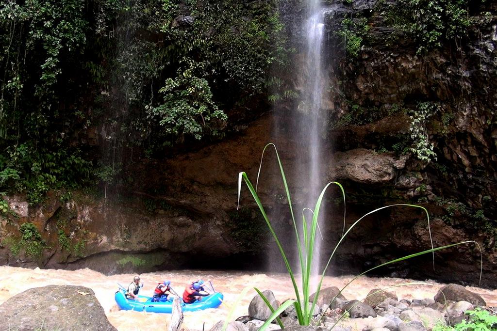 Stills_Raft under falls_Los Esclavos-001